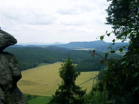 Blick vom Pfaffenstein in Richtung Zschirnsteine Blick vom Pfaffenstein in Richtung Zschirnsteine pfaffenstein zschirnsteine rosenberg