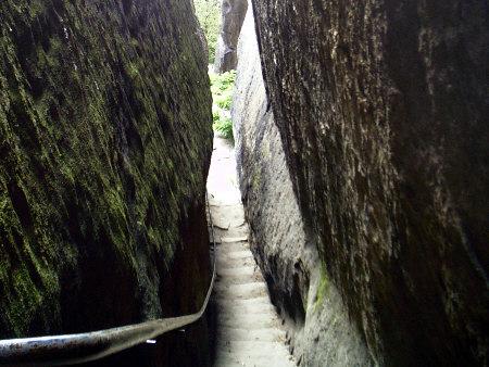 Der Klammweg - Bequemer Abstieg am Pfaffenstein Der Klammweg - Bequemer Abstieg am Pfaffenstein klammweg pfaffenstein
