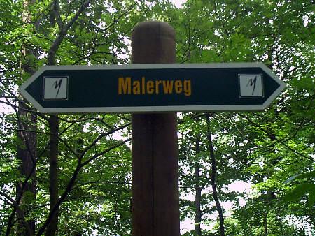 """Der Malerweg führt auch am Pfaffenstein vorbei Hinweisschild """"Malerweg"""" am Pfaffenstein - Pfaffensteinpromenade pfaffenstein malerweg pfaffensteinpromenade sächsische schweiz"""