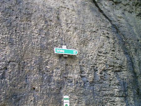 Wegweiser an der Glatten Wand - Aufstieg - Pfaffenstein pfaffenstein glatte wand klammweg bequemer aufstieg abstieg