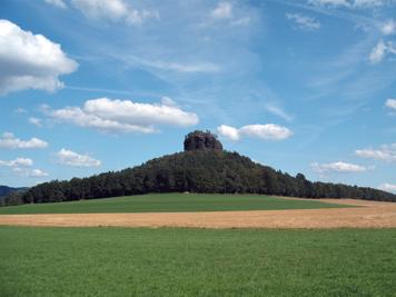 Der 384 m hohe Zirkelstein - jetzt auch als Bildschirmschoner Neuer Panorama-Bildschirmschoner mit Foto vom Zirkelstein zum Gratisdownload zirkelstein sächsische schweiz bildschirmschoner screensaver panorama