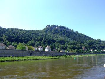 Dampferfahrt auf der Elbe - Festung Königstein Dampferfahrt auf der Elbe - Festung Königstein dampferfahrt elbe festung königstein