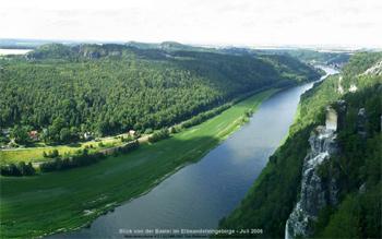 Blick von der Bastei von Rathen bis Wehlen als scrollener Bildschirmschoner Neuer Bildschirmschoner Panoramablick von der Bastei zum Download bildschirmschoner rathen bastei sächsische schweiz
