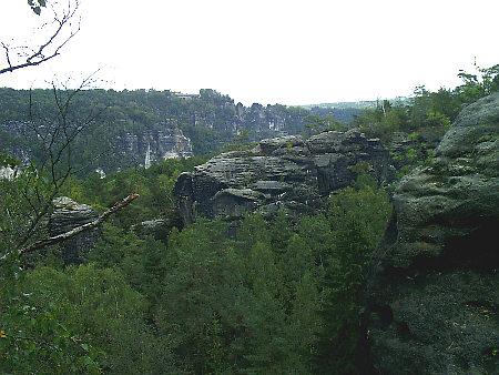 Blick vom Rauenstein über die Elbe zur Bastei Wanderung Wehlen - Schneiderlochstufen - Kleiner Bärenstein - Gratweg  auf dem  Rauenstein schneiderlochstufen bärenstein rauenstein rathen wanderung wandern bastei rathen weißig thürmsdorf