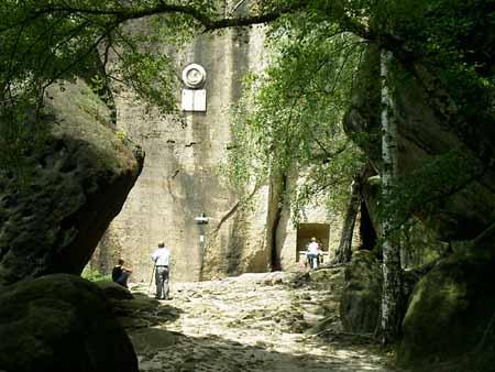 """Pfaffenstein / Pfaffendorf / Glatte Wand Gedenktafel an der """"Glatten Wand"""" am Pfaffenstein pfaffenstein pfaffendorf klammweg bequemer aufstieg abstieg glatte wand"""