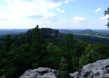 Blick vom Papststein zum Gohrisch und zum Königstein papststein gohrisch königstein Blick vom Papststein zum Gohrisch und zum Königstein