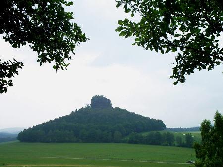 Zirkelstein bei Reinhardtsdorf-Sch�na, von der Kaiserkrone aus gesehen