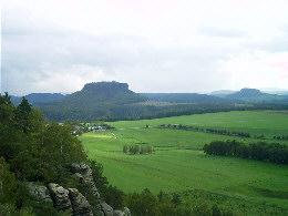 Blick vom Rauenstein auf den Lilienstein und Thürmsdorf