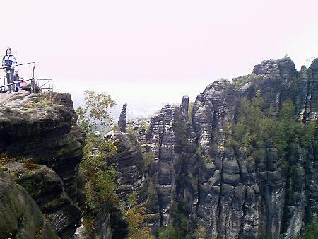 Schrammsteinwanderung, 22 km, 8.5 Stunden, schwer (Teil 2) schrammsteine ostrau wanderung reitsteig idagrotte schrammsteinaussicht kuhstall reitsteig wasserfall kirnitzschtalbahn Die Schrammsteinaussicht bei schlechtem Oktoberwetter
