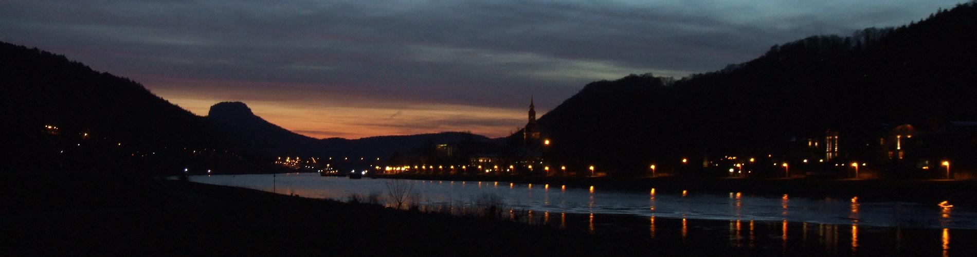 Bad Schandau bei Nacht, Elbufer, im Hintergrund der Lilienstein